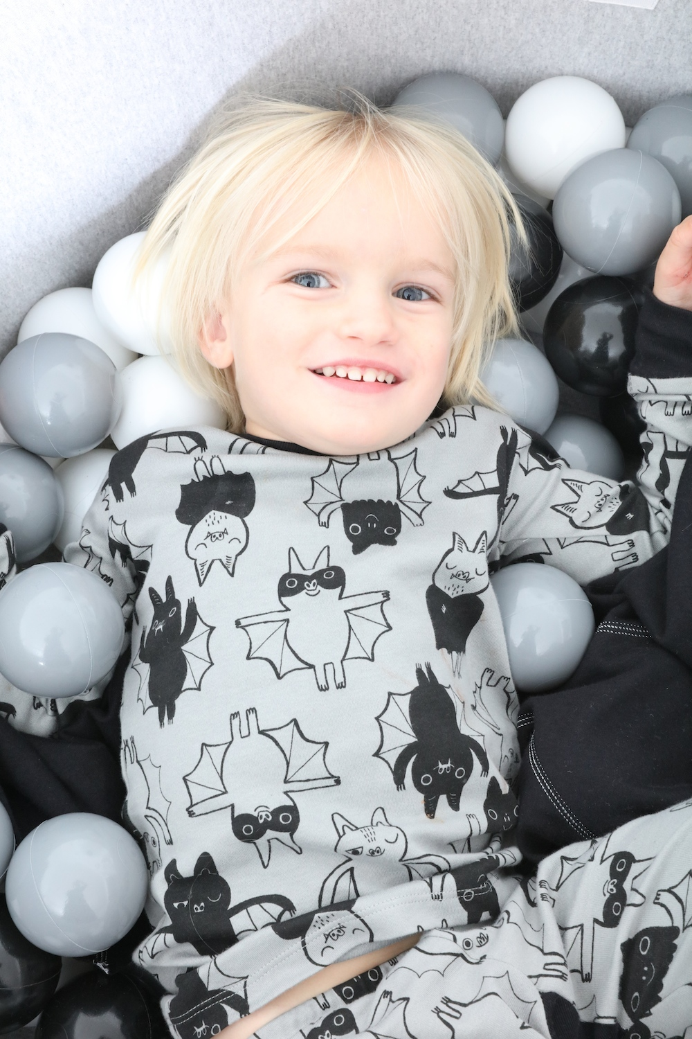 the_modern_nursery_ball_pit_monochrome