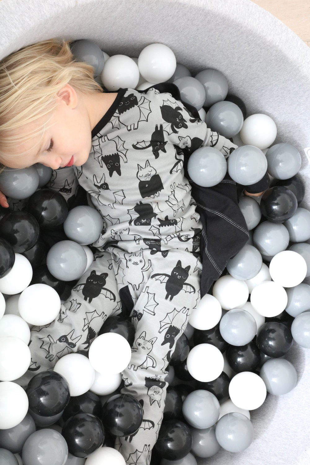 the_modern_nursery_grey_monochrome_ball_pit