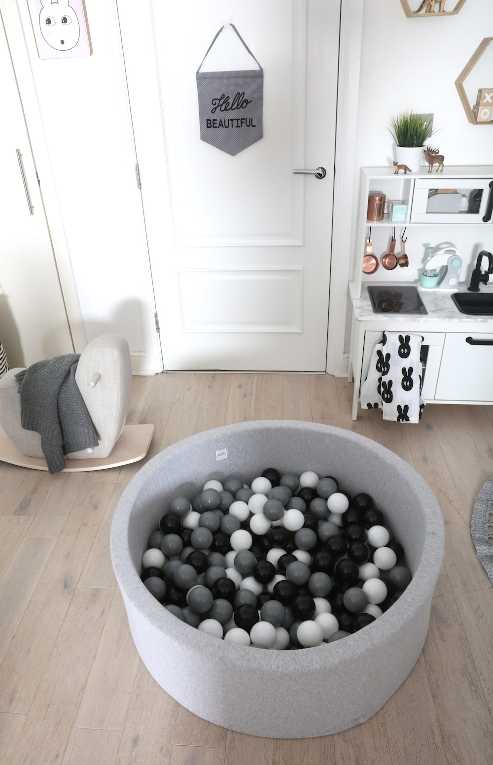 the_modern_nursery_monochrome_ball_pit