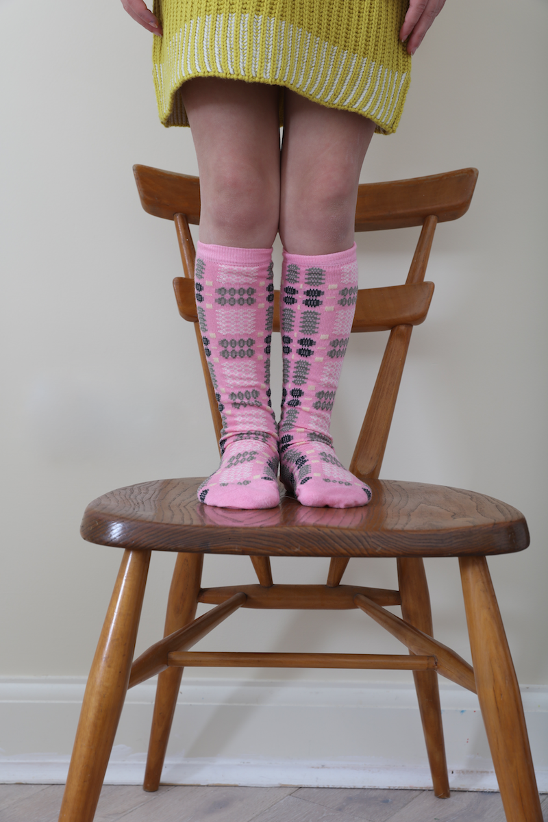 Mabli_knits_pink_socks_ercol_chair