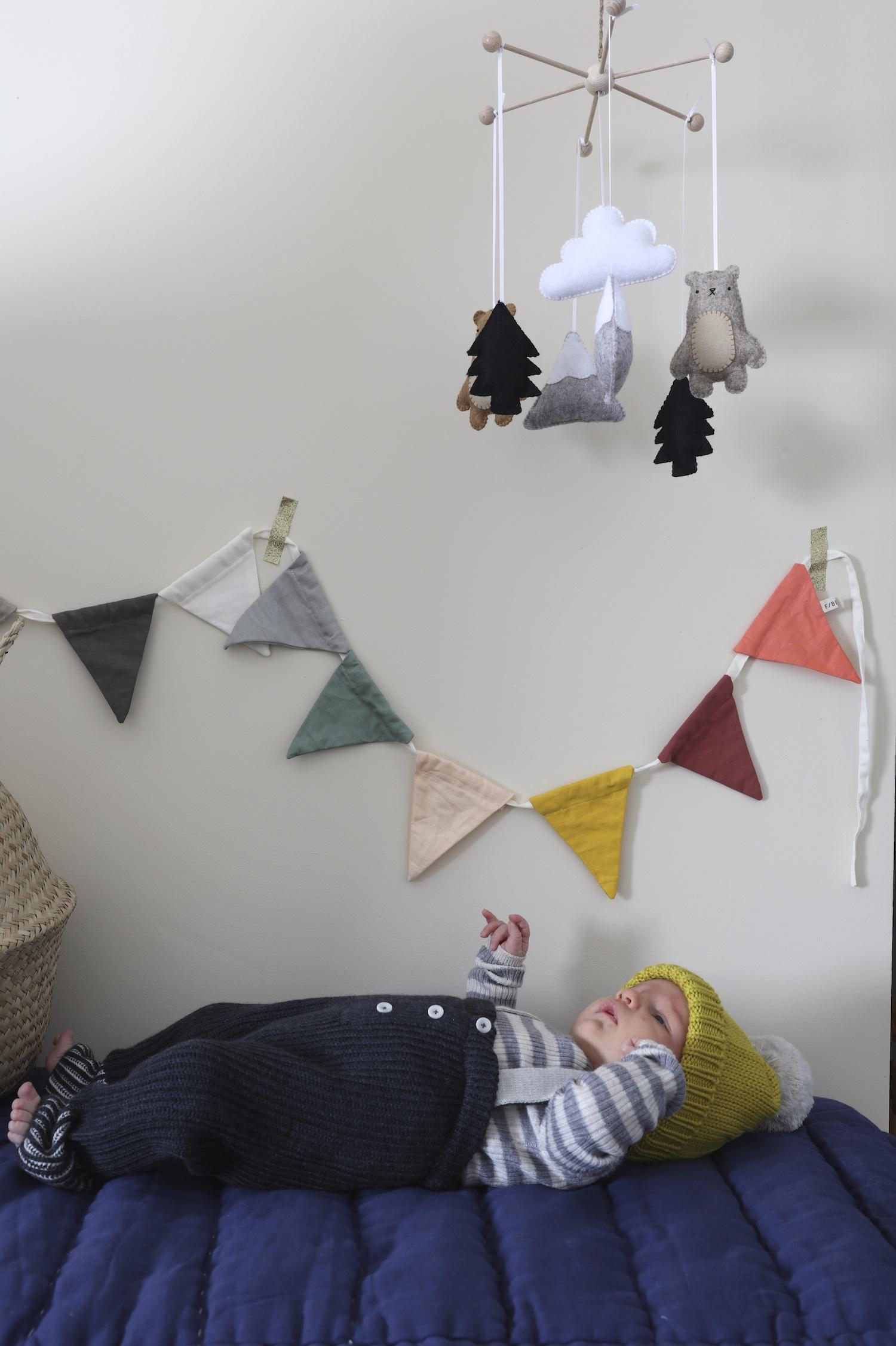Mabli_knits_velveteen_babies_mobile_baby_hat