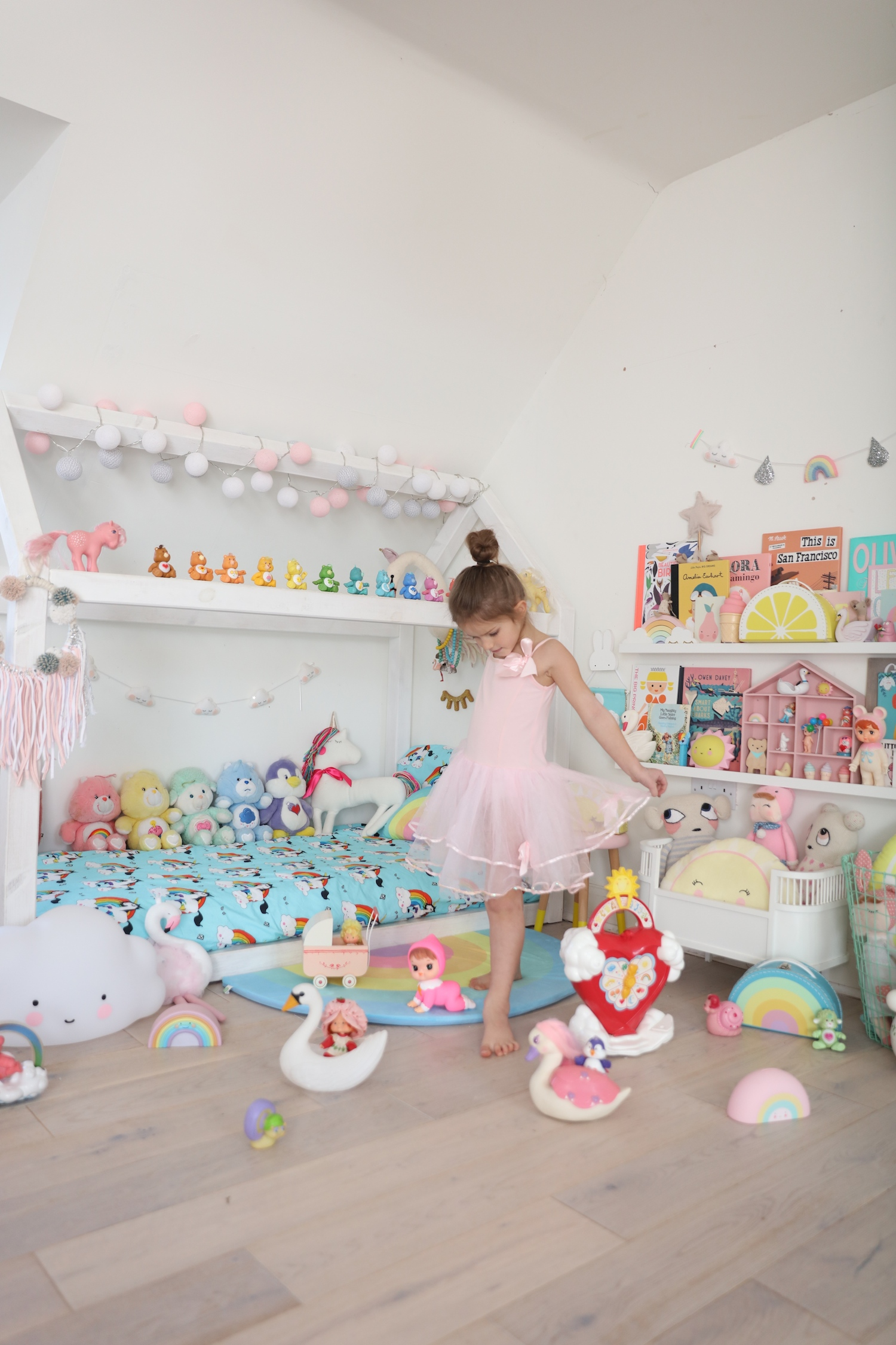 chloeuberkid_bedroom_care_bears_rainbow_unicorns