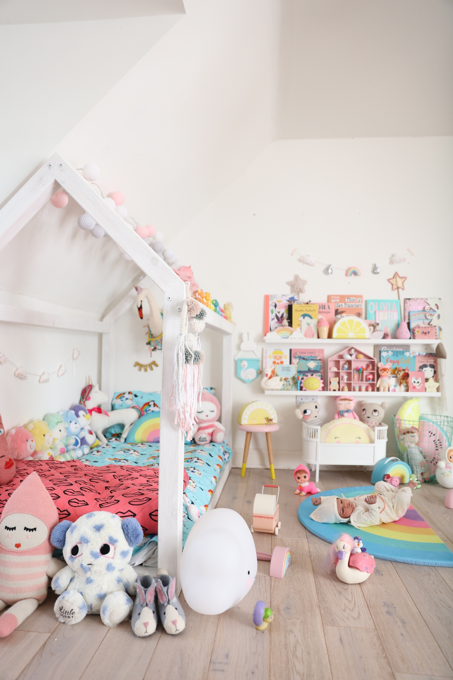 chloeuberkid_girls_bedroom_house_bed