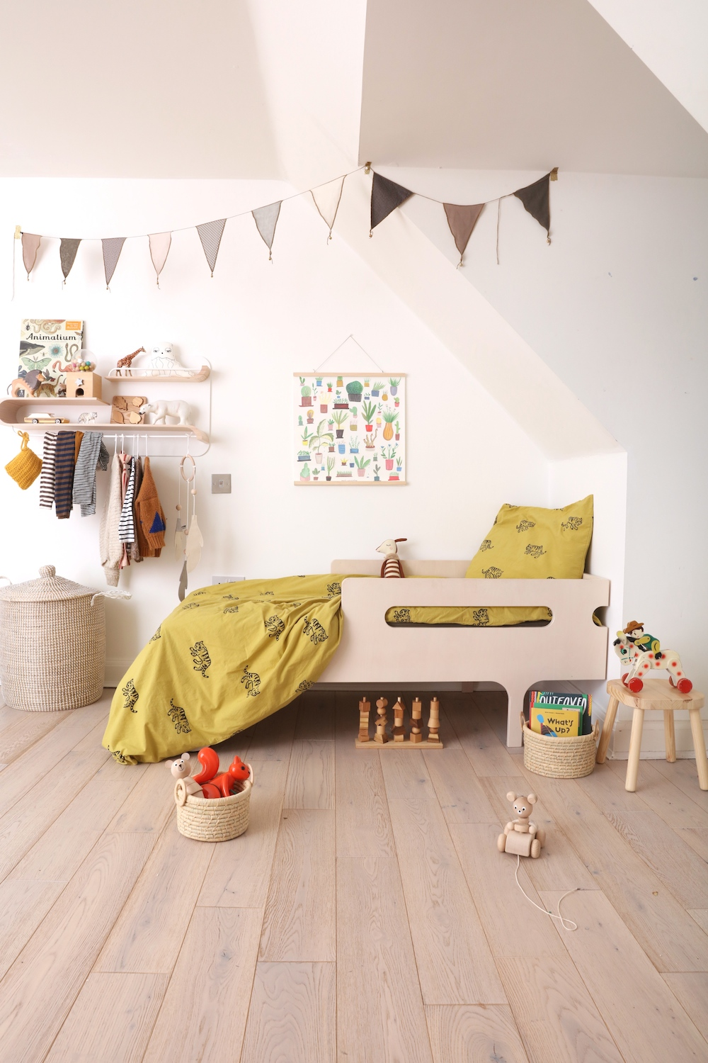 chloeuberkid_rafa_kids_bedroom_natural_wooden