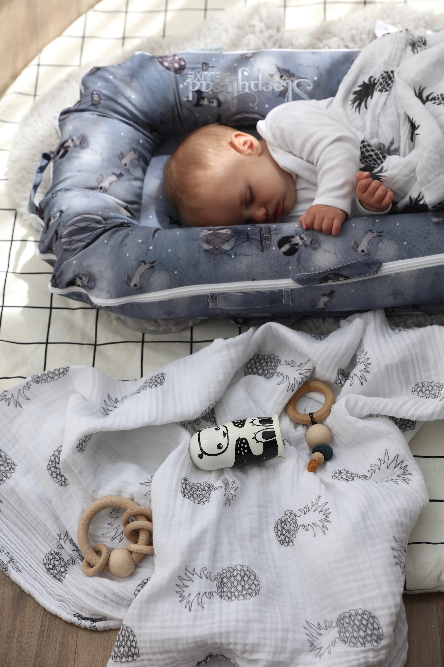 mama_designs_swaddle_muslin_sleepyheadjpg