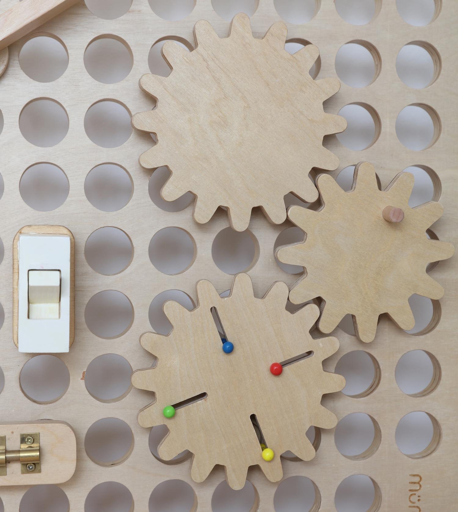 wooden_sensory_board_cogs_my_muro
