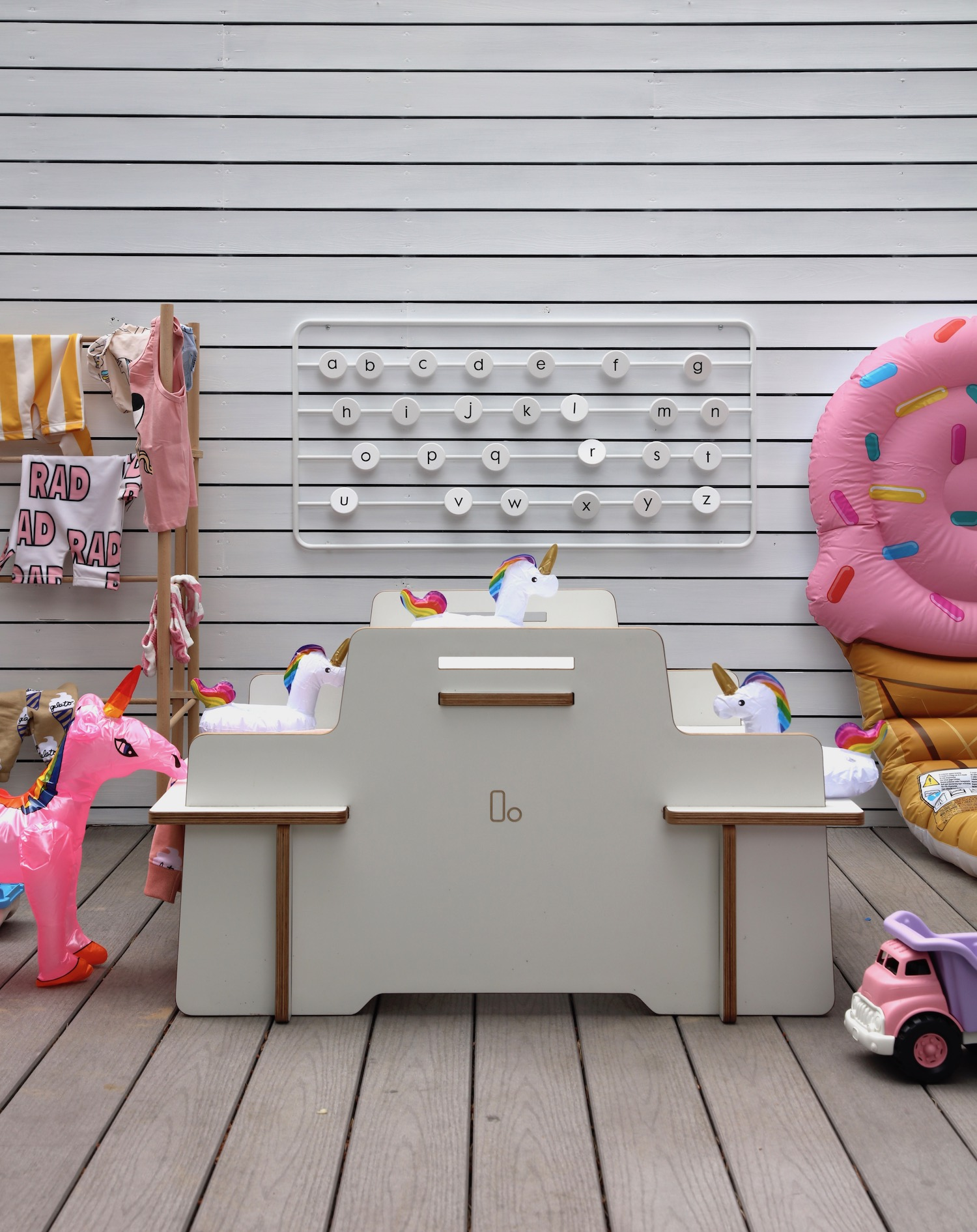 Lemodi_picnic_table_unicorns_diddle_tinkers