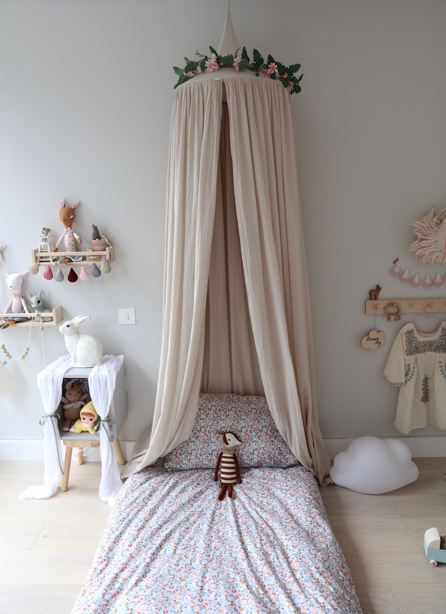 Mollly_meg_kids_interior_bedroom_canopy_numero_74