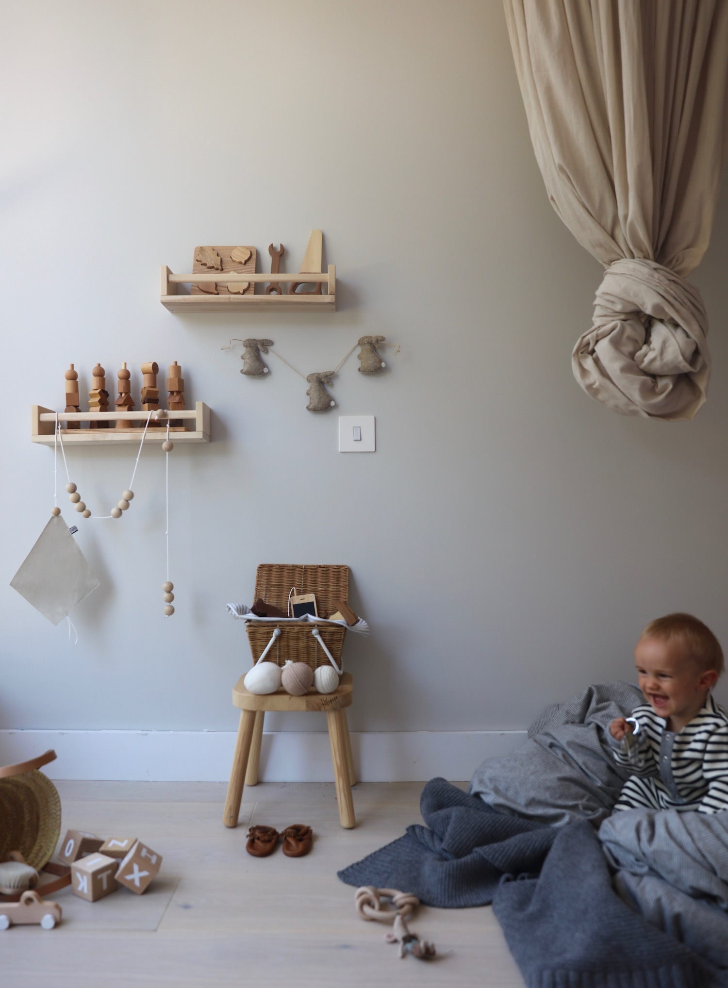 Velveteenbabies_bunny-Garland_kids_room