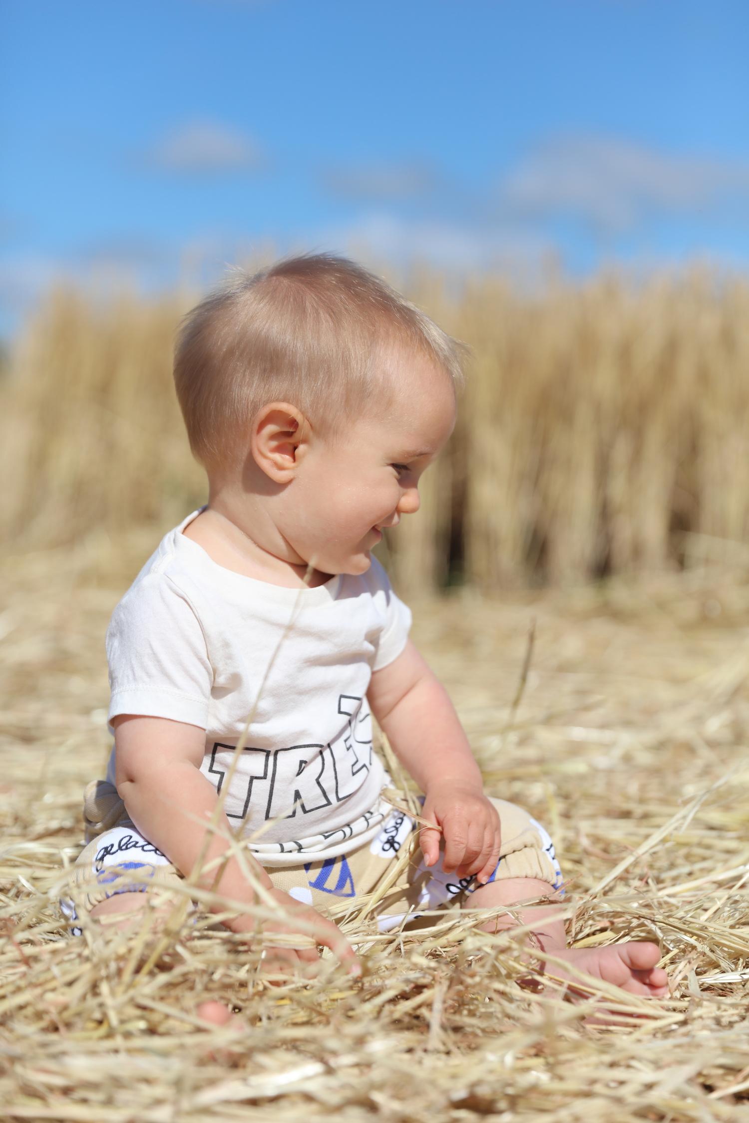 hugo_loves_tiki_tres_great_tshirt_baby