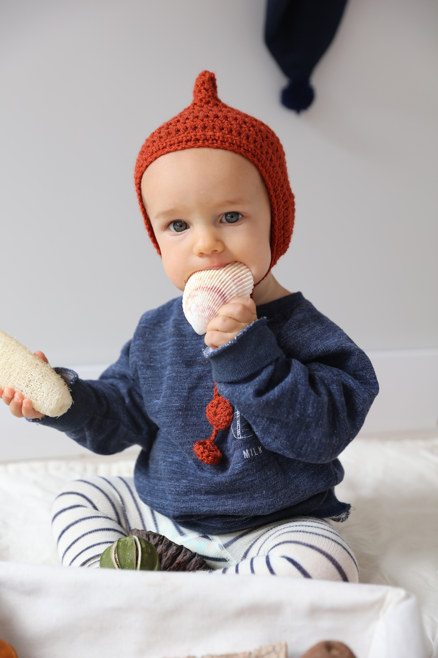 baby_sensory_basket_knitted_hat_grasp_gather
