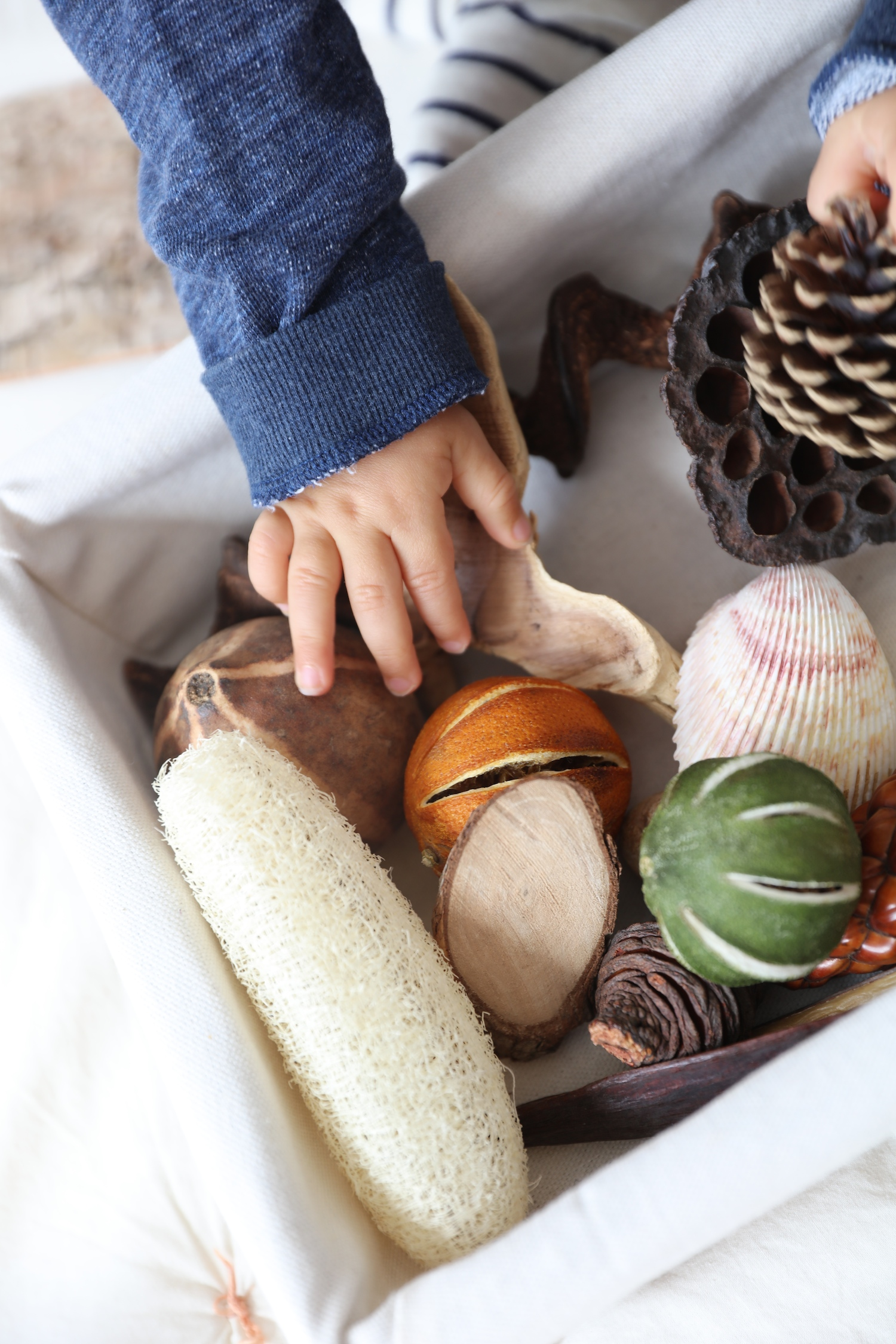 natural-baby_sensory_basket_grasp_and_gather