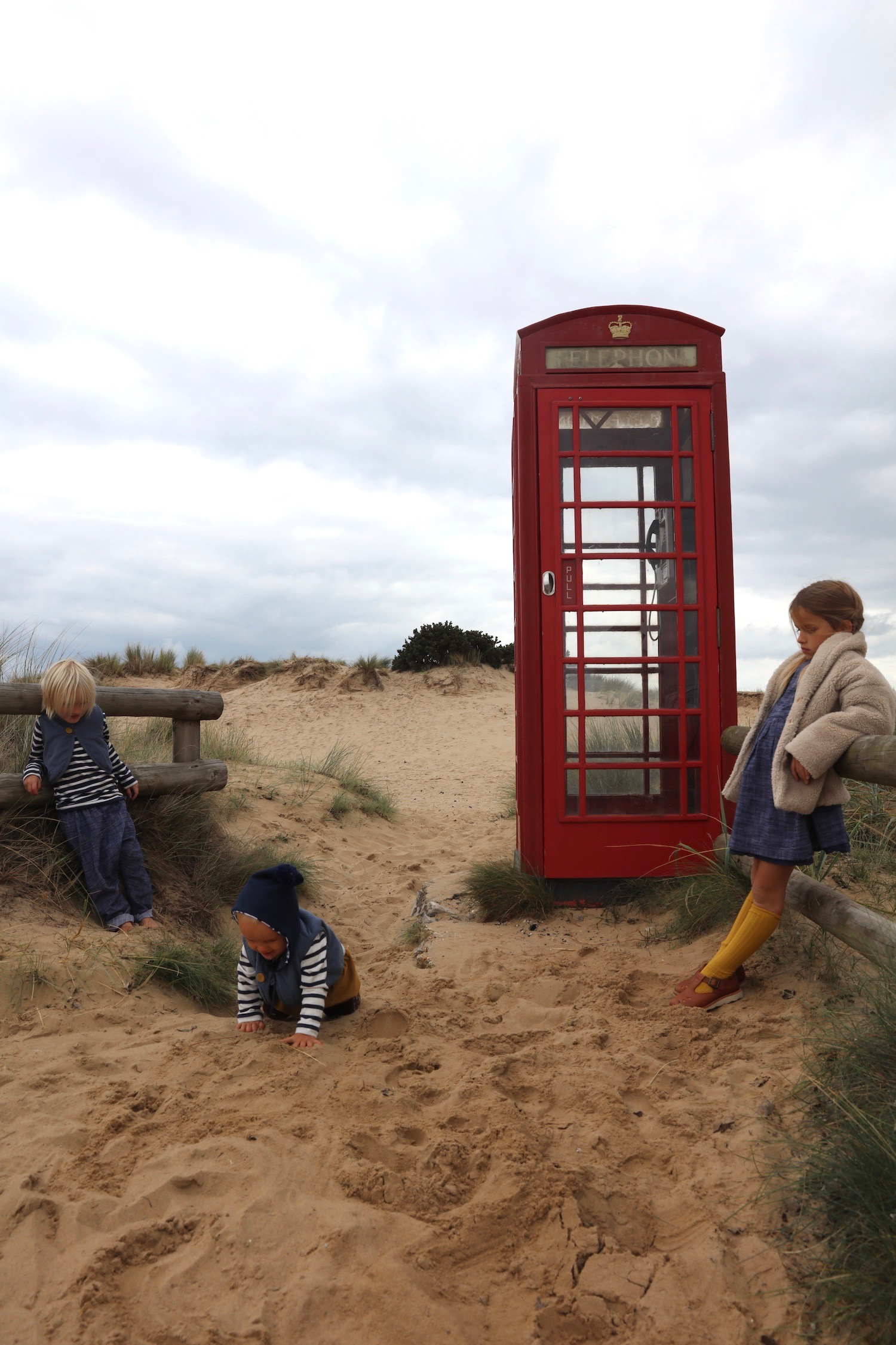 Little_cotton_clothes_telephone_box_studland
