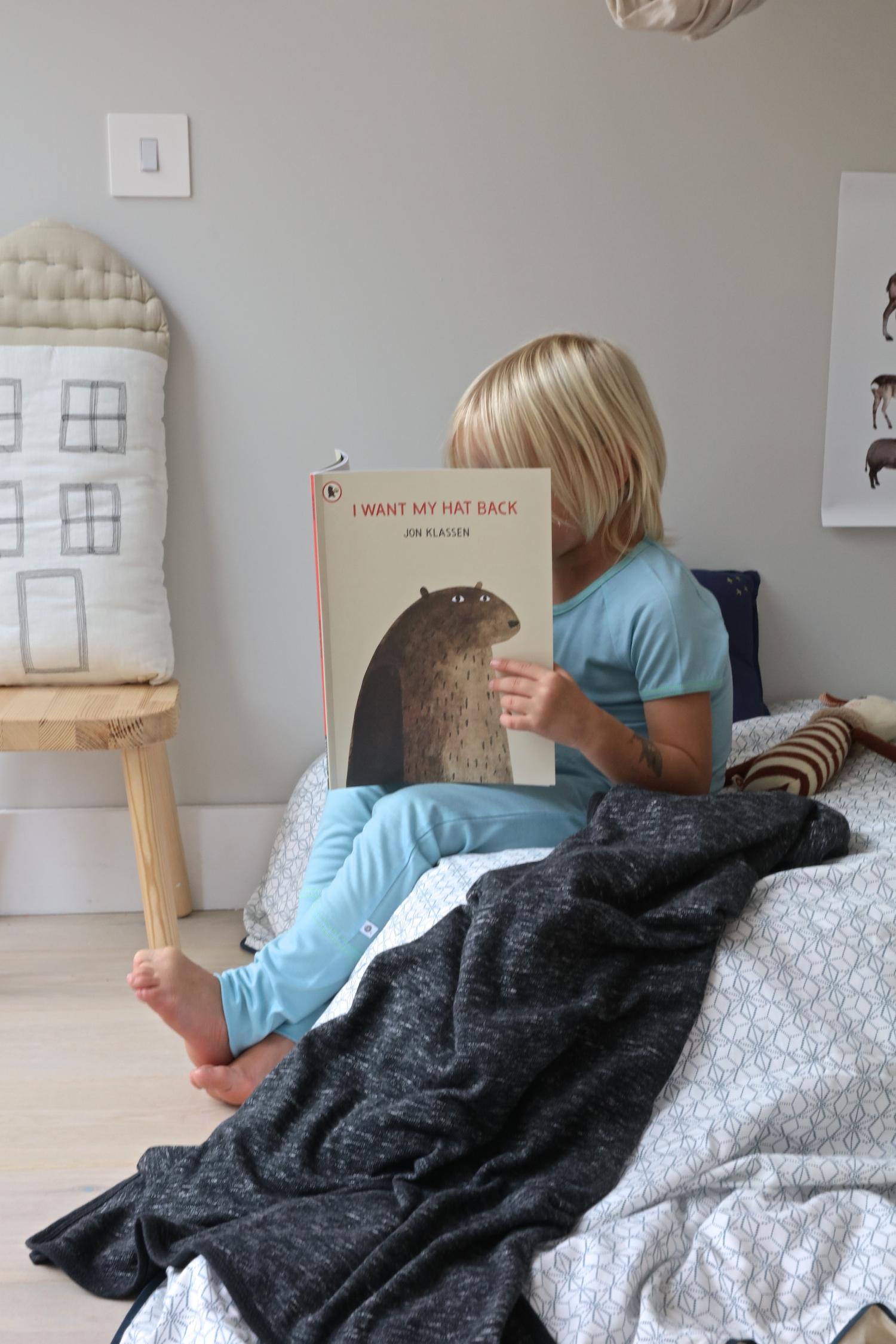piupia_blanket_smalls_pyjamas_jon_klassen_book