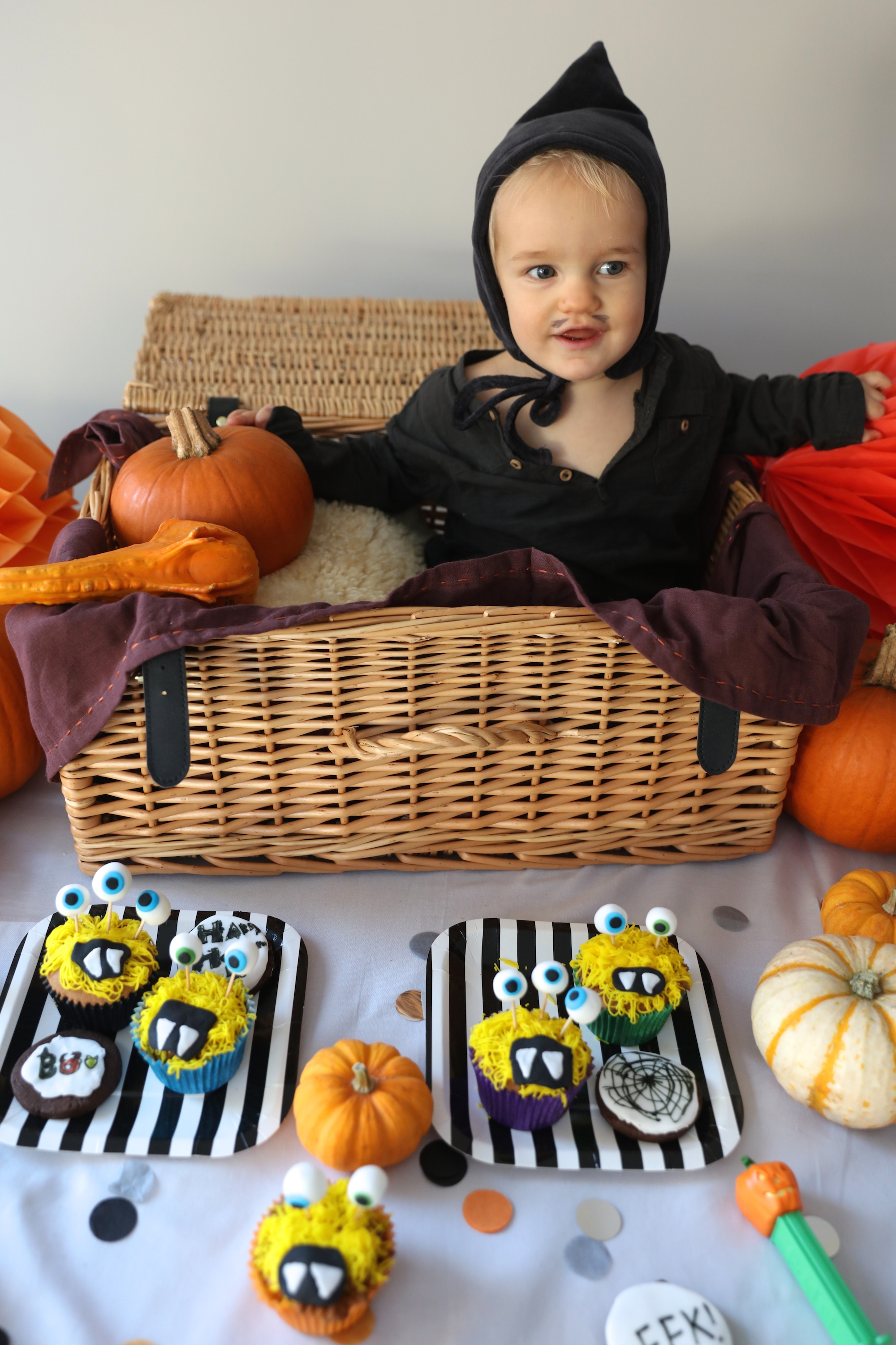 monster_cupcakes_halloween_party_bkd_piupia_baby_polar_post_basket
