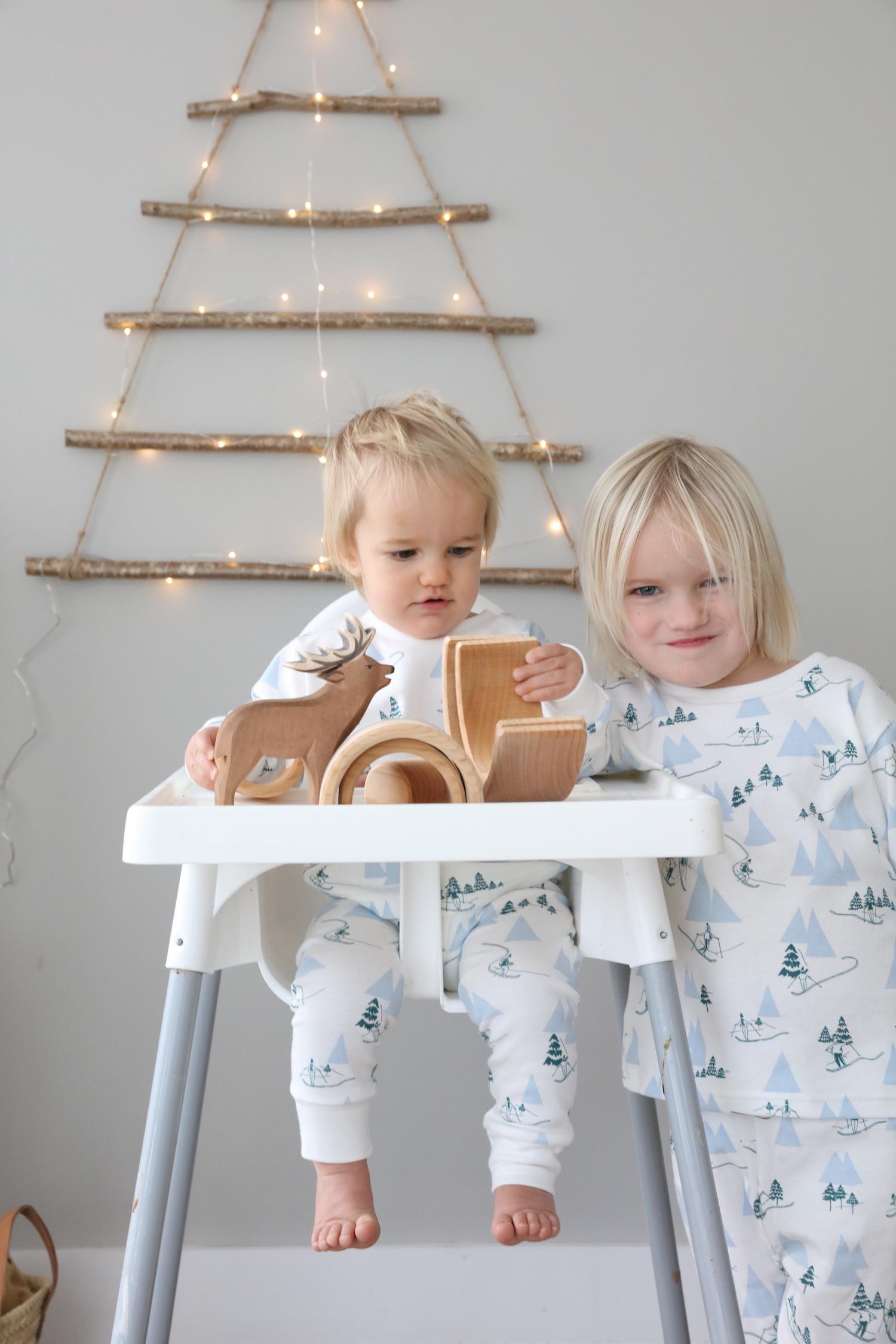 Christmas_pyjamas_2017_chloeuberkid_sleepy_doe