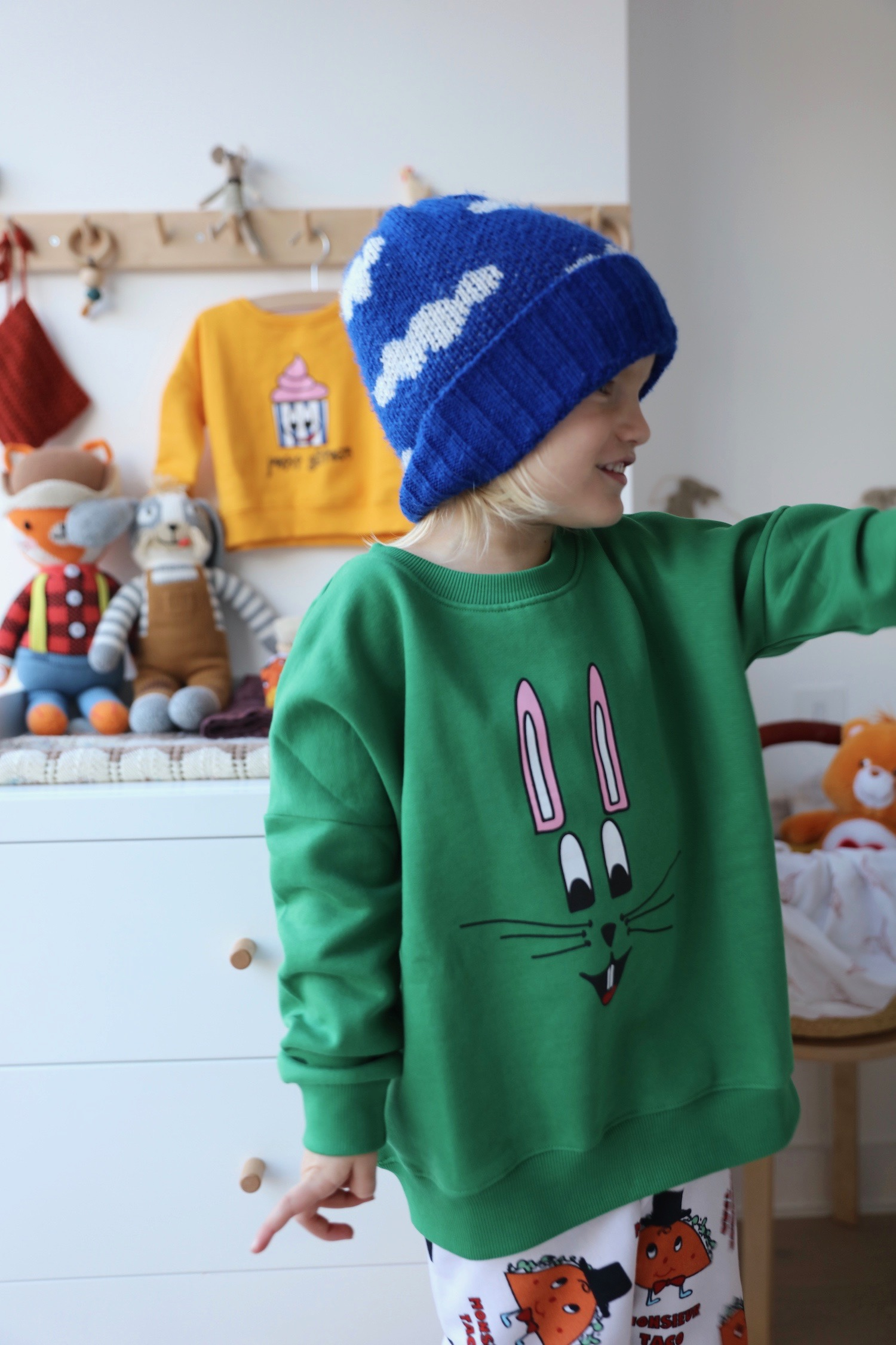 HUgo_loves_tiki_green_bunny_sweatshirt