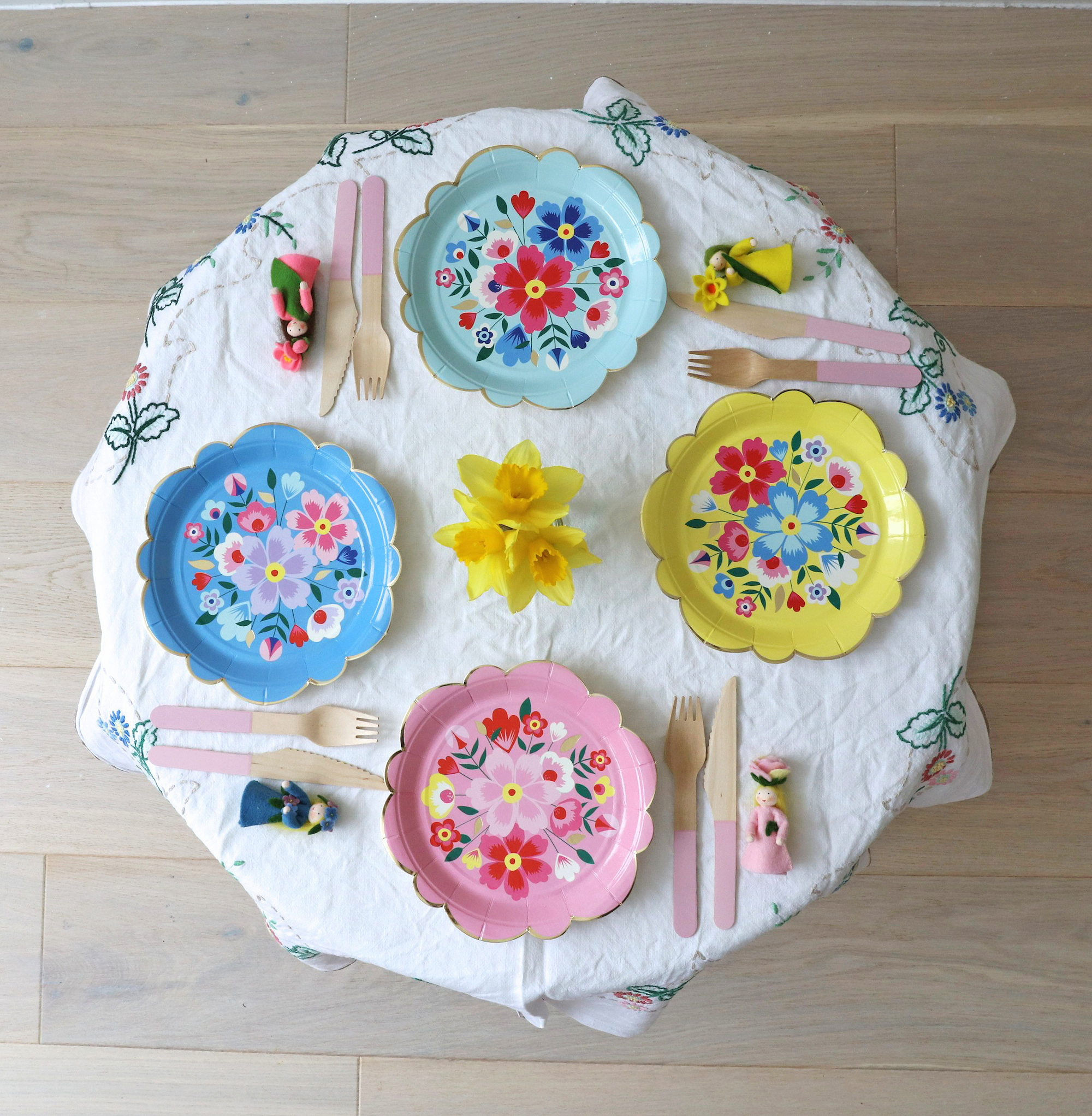 Meri_meri_party_flowers_plates